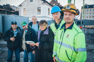 1. From left the friends Pekka and Matte, archeologist Michael Carlsson, former  town curator Marianne Råberg, archeologist John Hedlund, construction manager Fredrik Lövstrand. Photo Johan Palmgren