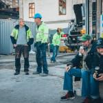 2. Från vänster fd stadsantikvarie Marianne Råberg, arkeologerna Michel Carlsson och John Hedlund, byggledare Fredrik Lövstrand, vännerna Matte och Pekka. Foto Johan Palmgren