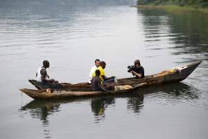 Egide Mutabasi och Jens Lapidus 1. Lake Kivu, Rwanda. Foto: Johan Palmgren.