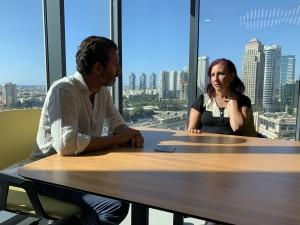Jens Lapidus och advokat Shilla Inbar, Tel Aviv. Foto: Johan Palmgren.
