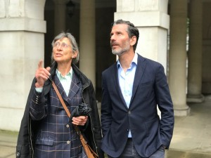 Jens Lapidus och guiden Anne-Marie Craven. Middle Temple, London. Foto: Johan Palmgren.