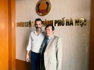 Jens Lapidus och juridikprofessor Nguyen Ngoc Chi. Hanoi, Vietnam. Foto: Johan Palmgren.
