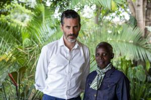 Jens Lapidus och överlevare Faina Mukantagara. Kigali, Rwanda. Foto: Johan Palmgren.
