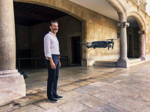 Jens Lapidus utanför Tribunal Superior de Justitia, Palma de Mallorca. Foto: Johan Palmgren.